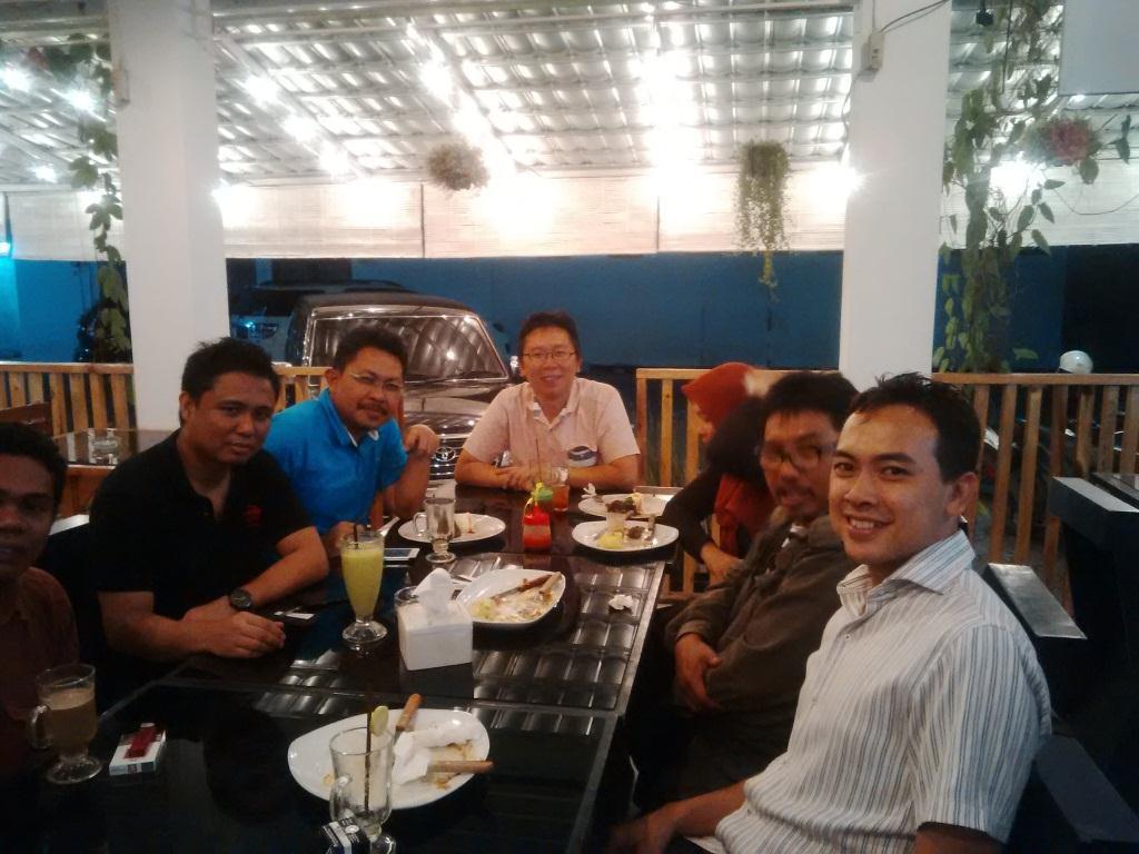 Foto dinner bersama pengurus Sukabumi